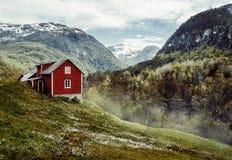 κόκκινο εξοχικών σπιτιών Τρύγος στοκ φωτογραφία