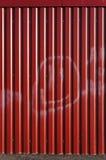 Κόκκινο ζαρωμένο φύλλο μετάλλων στοκ εικόνες