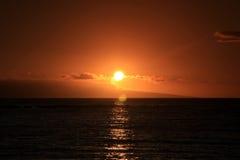Κόκκινο ηλιοβασίλεμα της Χαβάης. στοκ εικόνες