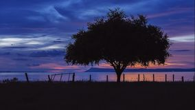 κόκκινο ηλιοβασίλεμα τοπίων χρωμάτων δονούμενο Στοκ φωτογραφίες με δικαίωμα ελεύθερης χρήσης