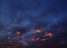 κόκκινο ηλιοβασίλεμα σύ&n στοκ εικόνα με δικαίωμα ελεύθερης χρήσης