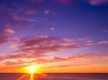 κόκκινο ηλιοβασίλεμα τοπίων χρωμάτων δονούμενο Στοκ Φωτογραφία