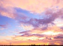 κόκκινο ηλιοβασίλεμα τοπίων χρωμάτων δονούμενο Στοκ Εικόνα