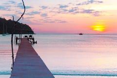 κόκκινο ηλιοβασίλεμα τοπίων χρωμάτων δονούμενο Στοκ εικόνες με δικαίωμα ελεύθερης χρήσης