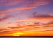 κόκκινο ηλιοβασίλεμα τοπίων χρωμάτων δονούμενο Στοκ Φωτογραφίες