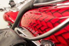 Κόκκινο θέμα δερμάτων δράκων τέχνης λεπτομέρειας μοτοσικλετών airbrush Στοκ φωτογραφία με δικαίωμα ελεύθερης χρήσης