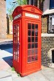 Κόκκινο διάσημο τηλέφωνο στο Λονδίνο Στοκ Εικόνες