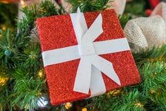 κόκκινο διακοσμήσεων Χριστουγέννων ανασκόπησης Στοκ Εικόνες