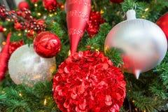 κόκκινο διακοσμήσεων Χριστουγέννων ανασκόπησης Στοκ φωτογραφίες με δικαίωμα ελεύθερης χρήσης