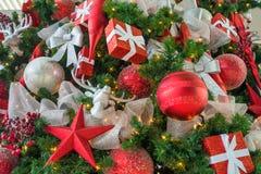 κόκκινο διακοσμήσεων Χριστουγέννων ανασκόπησης Στοκ Φωτογραφία