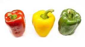 Κόκκινο, κίτρινο και πράσινο τσίλι (καψικό chinense) που απομονώνεται στο άσπρο υπόβαθρο Στοκ Εικόνες