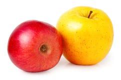 Κόκκινο και κίτρινο μήλο που απομονώνεται σε ένα άσπρο υπόβαθρο Στοκ φωτογραφία με δικαίωμα ελεύθερης χρήσης