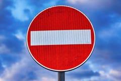 Κόκκινο και λευκό οδικών σημαδιών απαγόρευσης στοκ εικόνες