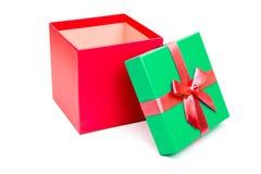 Κόκκινο και πράσινο κιβώτιο δώρων με την κορδέλλα που απομονώνεται Στοκ Εικόνα