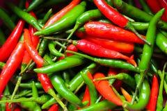 Κόκκινο και πράσινο ταϊλανδικό πιπέρι τσίλι Στοκ Εικόνα