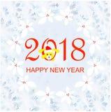 Κόκκινο 2018, καλή χρονιά εμβλημάτων τυπογραφίας Μπλε snowflakes πλαίσιο, στεφάνι ελαιόπρινου, κίτρινο αστείο χαριτωμένο σκυλί απεικόνιση αποθεμάτων