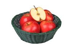 κόκκινο καλαθιών μήλων Στοκ φωτογραφία με δικαίωμα ελεύθερης χρήσης