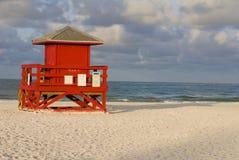 Κόκκινο καλυβών Lifeguard Στοκ Φωτογραφίες