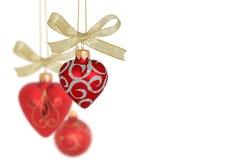 κόκκινο καρδιών διακοσμήσεων Χριστουγέννων σφαιρών Στοκ εικόνα με δικαίωμα ελεύθερης χρήσης