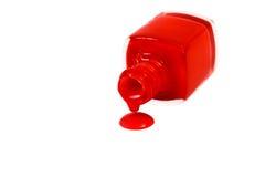 Κόκκινο καρφί στίλβωση που ανατρέπεται που απομονώνεται στο άσπρο υπόβαθρο Στοκ φωτογραφία με δικαίωμα ελεύθερης χρήσης