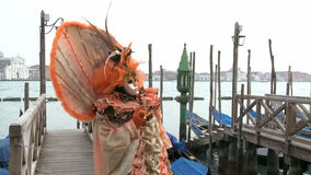 Κόκκινο καλυμμένο πρόσωπο στη Βενετία απόθεμα βίντεο