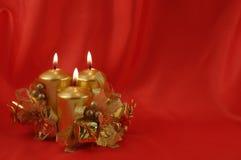 κόκκινο κεριών καψίματος & Στοκ Εικόνες