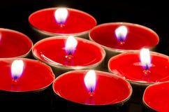 κόκκινο κεριών καψίματος Στοκ φωτογραφία με δικαίωμα ελεύθερης χρήσης