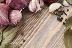 Κόκκινο κεφάλι του σκόρδου και των καρυκευμάτων Στοκ Φωτογραφία
