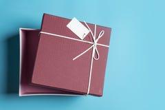 Κόκκινο κιβώτιο δώρων, δέσμη κορδελλών Στοκ εικόνα με δικαίωμα ελεύθερης χρήσης