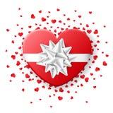 Κόκκινο κιβώτιο καρδιών βαλεντίνων με το άσπρο τόξο, με το κομφετί καρδιών Στοκ εικόνα με δικαίωμα ελεύθερης χρήσης