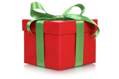 Κόκκινο κιβώτιο δώρων για τα δώρα στα Χριστούγεννα, τα γενέθλια ή την ημέρα βαλεντίνων Στοκ φωτογραφία με δικαίωμα ελεύθερης χρήσης