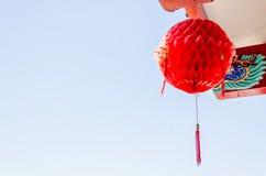 Κόκκινο κινεζικό φανάρι σε έναν κινεζικό ναό Στοκ εικόνα με δικαίωμα ελεύθερης χρήσης