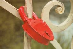 κόκκινο κλειδωμάτων Στοκ εικόνα με δικαίωμα ελεύθερης χρήσης