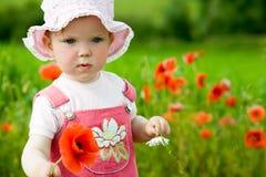 κόκκινο κοριτσιών λουλουδιών μωρών Στοκ φωτογραφία με δικαίωμα ελεύθερης χρήσης