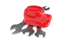 Κόκκινο κράνος κατασκευής με το γαλλικό κλειδί τρία Στοκ φωτογραφία με δικαίωμα ελεύθερης χρήσης