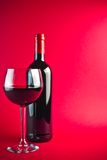 κόκκινο κρασί γυαλιού μπουκαλιών Στοκ φωτογραφίες με δικαίωμα ελεύθερης χρήσης