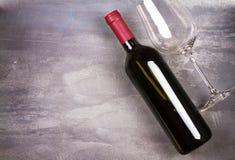κόκκινο κρασί γυαλιού μπ&omi ακίνητο κρασί ζωής Τρόφιμα και έννοια ποτών Στοκ εικόνα με δικαίωμα ελεύθερης χρήσης