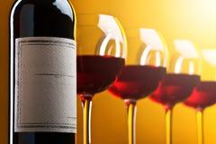 κόκκινο κρασί γυαλιών μπο Στοκ εικόνες με δικαίωμα ελεύθερης χρήσης