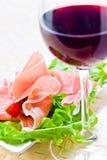Κόκκινο κρασί και ζαμπόν Στοκ φωτογραφία με δικαίωμα ελεύθερης χρήσης