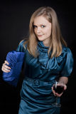 κόκκινο κρασί κοριτσιών στοκ εικόνα με δικαίωμα ελεύθερης χρήσης