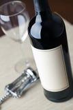 κόκκινο κρασί μπουκαλιών Στοκ εικόνα με δικαίωμα ελεύθερης χρήσης