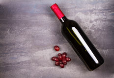 κόκκινο κρασί μπουκαλιών ακίνητο κρασί ζωής Τρόφιμα και έννοια ποτών Στοκ Φωτογραφία