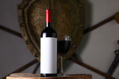 κόκκινο κρασί μπουκαλιών Στοκ εικόνες με δικαίωμα ελεύθερης χρήσης