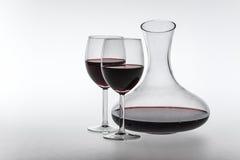 Κόκκινο κρασί στην καράφα και τα γυαλιά Στοκ Φωτογραφία