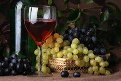 κόκκινο κρασί σύνθεσης Στοκ εικόνα με δικαίωμα ελεύθερης χρήσης