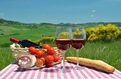 Κόκκινο κρασί, ψωμί και ντομάτες Στοκ Εικόνες