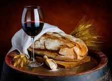 κόκκινο κρασί ψωμιού Στοκ Εικόνα