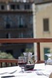 κόκκινο κρασί taormina εστιατο&rh Στοκ Φωτογραφίες