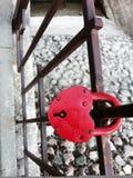 κόκκινο κλειδωμάτων Στοκ Φωτογραφία