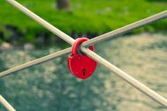κόκκινο κλειδωμάτων Στοκ φωτογραφία με δικαίωμα ελεύθερης χρήσης